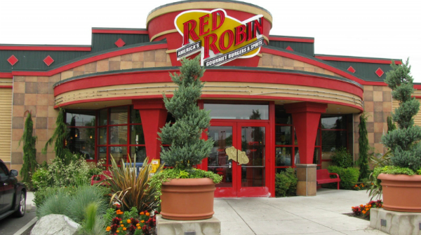 Red Robin eliminates bus boys as restaurants combat minimum wage hikes